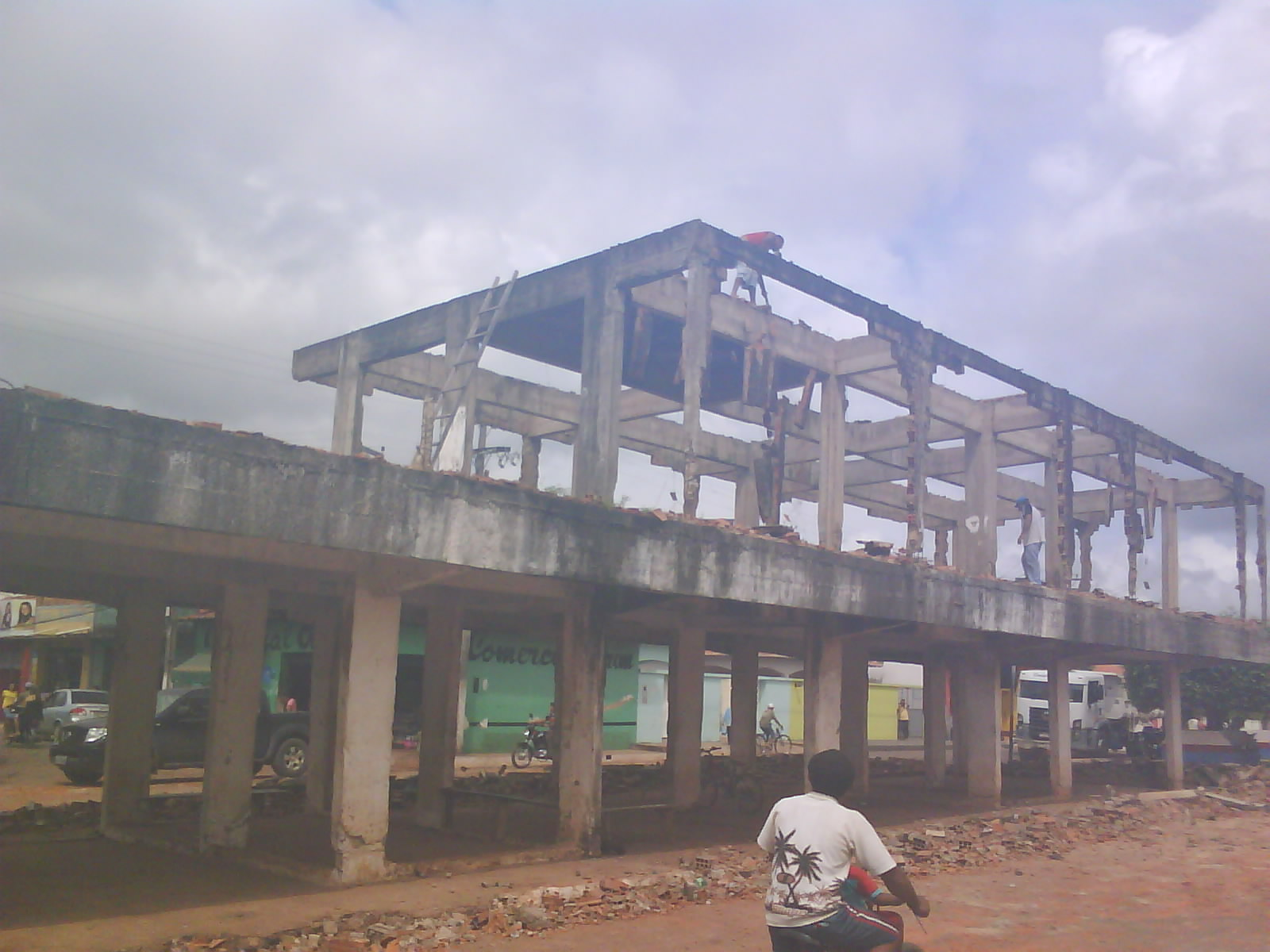Demolição do Garajau em Gonçalves Dias para possível construção de um Centro Cultural